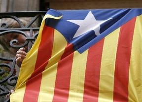 El Ayuntamiento de San Sebastián celebra la declaración soberanista de Cataluña con una 'senyera' en su balcón