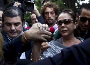Isabel Pantoja, estrella total del día, llega a los juzgados de Málaga