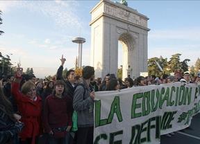 Detenidos seis manifestantes de 'la marcha verde' por pintar en las paredes del Congreso