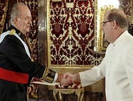Rey recibe al nuevo embajador de Venezuela en España