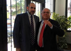 El alcalde de Herencia se reúne con el embajador de Venezuela al que plantea futuros encuentros comerciales