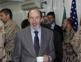 Rubalcaba visita por primera vez a las tropas en Afganistán