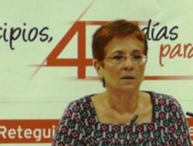 Begoña García Retegui, arropada en Los Alcázares por más de 300 personas, con militantes del PSOE y asociaciones vecinales