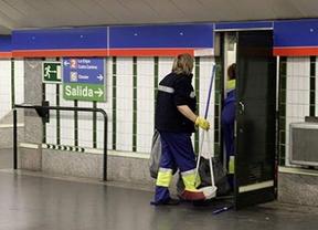 Los trabajadores de la limpieza de Metro de Madrid, en huelga porque quieren pagarles la mitad