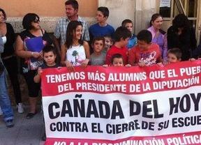 Cinco madres inician una huelga de hambre para que se reabra el colegio de sus hijos