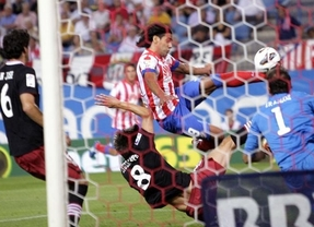 El Atlético, con tres zarpazos del 'Tigre' Falcao, se cena a unos leones que parecieron gatitos (4-0)