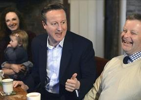 El conservador Cameron y el laborista Miliband empatarían en las urnas, según los sondeos