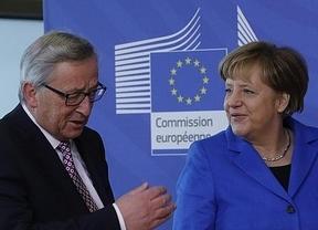 Merkel y Juncker ven prematuro empezar a hablar de un hipotético tercer rescate a Grecia