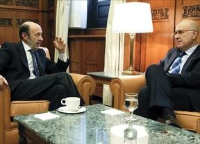 Rubalcaba y Duran, de acuerdo en reformar la Constitución para encajar mejor a Cataluña en España