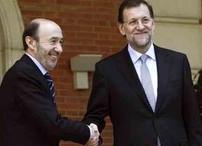 Rajoy y Rubalcaba se enzarzan en un debate bronco a cuenta de las críticas de Montoro al informe de Cáritas sobre pobreza infantil