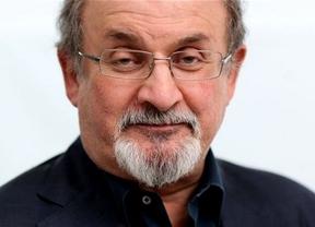 Salman Rushdie, la gran estrella literaria y mediática del Día del Libro en su celebración de Madrid