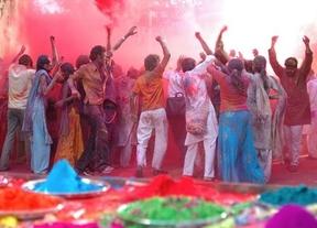 La Fiesta Holi llega a España con su lluvia de colores