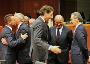 Guindos: 'Los accionistas deben decidir la remuneración global de los banqueros'