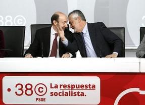 Rubalcaba juega al 'despiste': no desvela su futuro... ni el de Patxi López