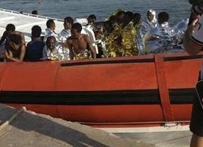 Italia evita otra tragedia de inmigrantes muertos en Lampedusa rescatando a 300