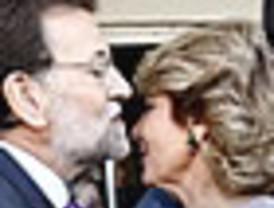 Aguirre ya tiene más seguidores que Rajoy