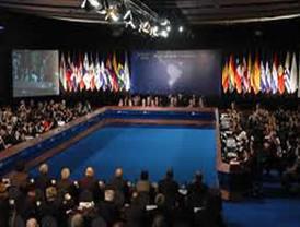 ZP suspende por sorpresa su viaje a Iberoamérica, para presidir 'importante' Consejo de Ministros en España