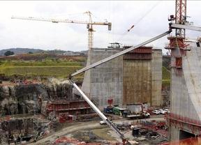 El presidente de Panamá viajará a España para tratar de evitar el colapso del canal