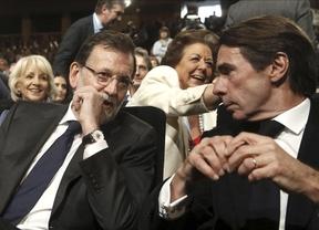 Aznar pone en evidencia a Rajoy al responder tajante a las acusaciones de Bárcenas: