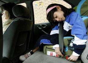 Los padres podrían perder la custodia de sus hijos si no les llevan en sillita