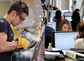 Casi el 40% de los contratos de apoyo a emprendedores se firman con jóvenes