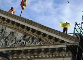 El juez deja en libertad a los ocho activistas de Greenpeace que 'tomaron' el Congreso