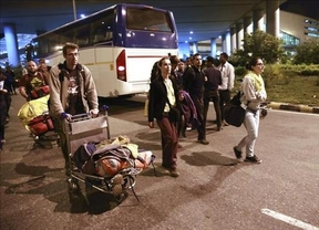 Llegan sanos y salvos a India los primeros españoles evacuados de Nepal