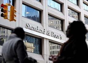 S&P carga contra la banca española y sitúa a Bankia, Popular y Bankinter en 'bono basura'