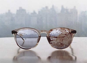 Las gafas ensangrentadas de Lennon, un símbolo contra las armas