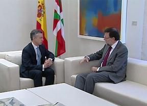 Desvelan detalles de la cita secreta en Moncloa: Rajoy ofreció a Urkullu un acuerdo a tres bandas con el PSOE para gestionar el fin de ETA