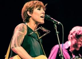 La polifacética cantante y compositora Sés continúa 'Co xenio destrozado' y lo lleva de gira por España