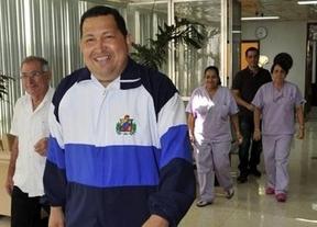 Chávez, contra el mundo y los malos augurios: reconoce que le extirparon un tumor maligno, pero que se recuperará