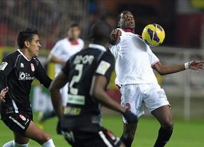 El Sevilla sigue en alza y frena en seco la progresión del Granada (3-0)
