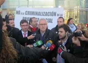 La Fiscalía pide la absolución de seis de los siete acusados de increpar a Cospedal