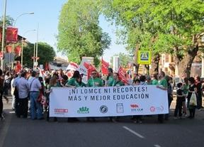 Miles de personas se manifiestan en Castilla-La Mancha  contra la nueva reforma educativa