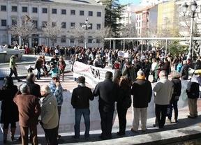 Cientos de personas salen a la calle en defensa de lo público