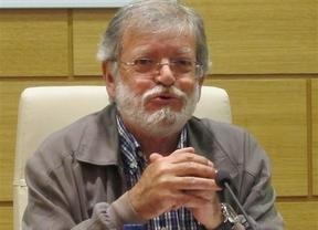 Rodríguez Ibarra sufre un desvanecimiento en la capilla ardiente del poeta Félix Grande