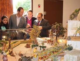 El Alcalde inaugura la Plaza de los Municipios y el Belén de la Federación de Peñas Huertanas
