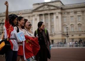 Pekín pide a sus turistas que no se metan el dedo en la nariz ni orinen en las piscinas