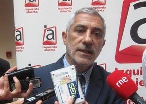 Llamazares invita a Cospedal a 'rebajar' el sueldo de su Gobierno y asesores