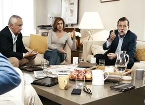 Rajoy, de charla y café con el equipo dirigente del PP en la nueva campaña del partido