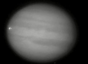 Júpiter vuelve a 'salvar' a la Tierra: un objeto choca contra el planeta