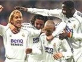 A trancas y barrancas y con juego gris, el Real Madrid de Capello casi al alcanza al Barça