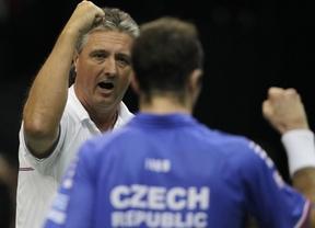 Segundo petardo de Almagro, que cae ante Stepanek y regala la Ensaladera a la República Checa