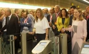 Málaga vive una jornada histórica con el estreno de un metro que llega corto, con retraso y sobrecoste
