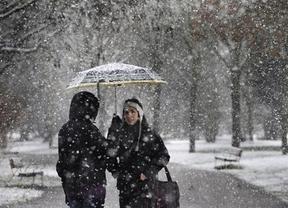 España al fin tirita de frío en este cálido invierno: alerta por nieve y chubascos en 24 provincias
