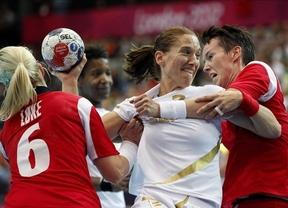 Las chicas son guerreras: importantes victorias en waterpolo y balonmano que las acercan a las medallas