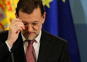 A Rajoy le vuelven a pillar los micrófonos...