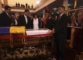 Chávez, despedido por más de una treintena de mandatarios internacionales