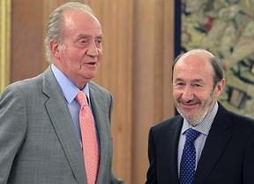 Polémica por el paso atrás del PSOE en el aforamiento de don Juan Carlos: ¿un primer gesto de renovación del partido?